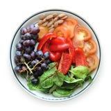 Фрукты и овощи на плите стоковые фотографии rf