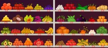 Фрукты и овощи на стойле магазина Стоковые Изображения RF
