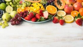 Фрукты и овощи радуги, взгляд сверху Стоковая Фотография