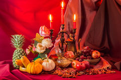 Фрукты и овощи с тыквами в натюрморте осени Стоковое Изображение