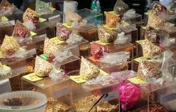 Фрукты и овощи для продажи в Campo de Fiori, Стоковое Фото