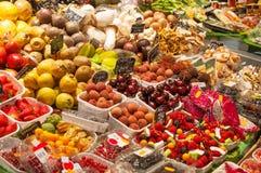 Фрукт и овощ на стойле рынка Стоковые Изображения