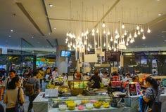 Фуд-корт парагона Сиама стоковые фото