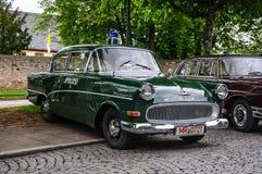 ФУЛЬДА, ГЕРМАНИЯ - MAI 2013: Автомобиль полиции Opel Kapitan роскошный ретро Стоковое Изображение RF