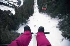 Фуникулер над горами в лыжном курорте Стоковая Фотография RF