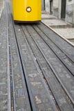 Фуникулярный трамвай, Rua da Bica de Duarte Belo, улица; Лиссабон Стоковое Фото