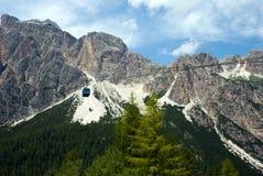 Фуникулер восходя в Альпы Стоковая Фотография