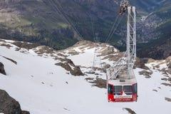 Фуникулер к Маттерхорну, Швейцарии стоковое изображение