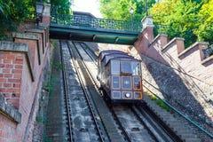 Фуникулярный поезд трамвая идя к замку Buda Стоковые Фотографии RF
