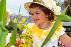 Фуншал, Мадейра - April20, 2015: Ребенок с головным убором на фестивале цветка Мадейры, Фуншалом цветка, Мадейрой, Португалией Стоковая Фотография RF