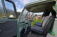 Фургон транспортера Vw классический располагаясь лагерем Стоковые Фотографии RF