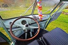 Фургон транспортера Vw классический располагаясь лагерем Стоковое Изображение