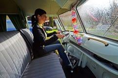 Фургон транспортера Vw классический располагаясь лагерем Стоковое Фото
