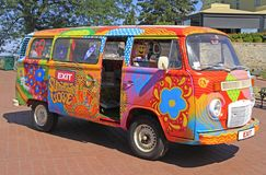 Фургон Hippie символ выхода музыкального фестиваля, который держат в Novi унылый Стоковое Изображение
