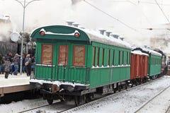 Фуры ретро поезда на станции Стоковая Фотография RF