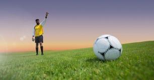 Футболист и футбол голкипера на траве Стоковая Фотография