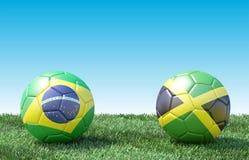 2 футбольного мяча в цветах флагов на зеленой траве бесплатная иллюстрация