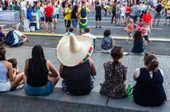 Футбольные болельщики в зоне вентилятора на центральной площади Стоковое Изображение RF