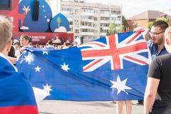 Футбольные болельщики с флагом Австралии в зоне вентилятора Стоковая Фотография