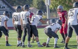 Футбольные команды средней школы смотря на  стоковые фотографии rf