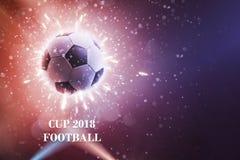 Футбольный мяч в мухе Предпосылка футбола с огнем искрится в действии на черноте Футбол предпосылки чемпионата мира стоковая фотография