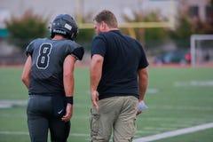 Футбольный тренер средней школы стоковые фотографии rf