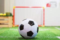 Футбол и цель стоковое изображение rf