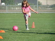 футбол пинком Стоковая Фотография