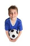 футбол удерживания мальчика шарика Стоковые Фотографии RF