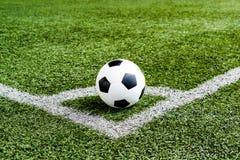 Футбол футбола на линии углового удара стоковые изображения rf