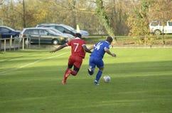 футбол игрока спички травы Стоковая Фотография RF