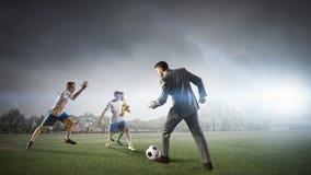 футбол игрока шарика пиная Мультимедиа Стоковое Изображение RF