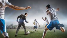 футбол игрока шарика пиная Мультимедиа Стоковые Изображения RF
