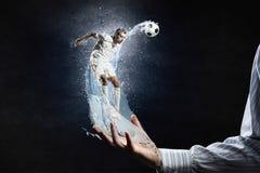 футбол игрока шарика пиная Стоковая Фотография RF