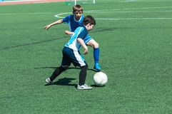 Футбол игры детей Стоковая Фотография RF