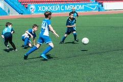 Футбол игры детей Стоковая Фотография