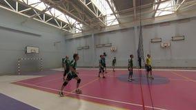 Футбол игры 2 команд в спортзале спорт Olympiysky сложных акции видеоматериалы