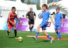 Футбол игры мальчиков на холме Poklonnaya Стоковое Изображение