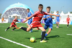 Футбол игры мальчиков на холме Poklonnaya Стоковые Фото