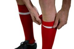 Футболист вытягивая его носки вверх стоковые фото