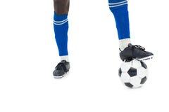 Футболист в сини с шариком Стоковая Фотография RF