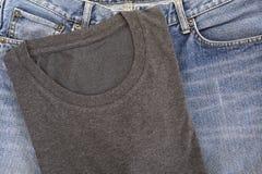 футболка и голубой демикотон Стоковая Фотография RF