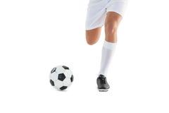 футбол шарика пиная игрока Стоковые Изображения
