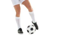 футбол шарика пиная игрока Стоковое Изображение RF