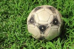 футбол шарика старый Стоковые Изображения