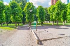 Футбольное поле на парке окруженном деревьями стоковая фотография rf