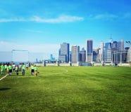 Футбольное поле парка Бруклинского моста стоковая фотография