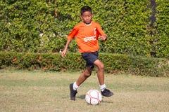 футбольный матч молодости, в начальных школах стоковые изображения