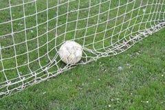 Футбольный мяч в цели Стоковое Изображение