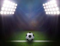 Футбольный мяч на зеленом стадионе стоковая фотография